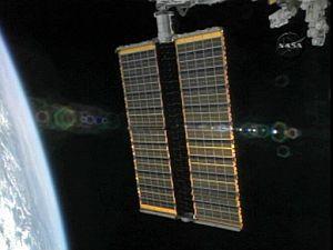 Astronautas realizan otra caminata para trabajar en paneles solares de la EEI